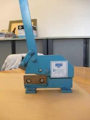 Heavy Duty Sheet Metal Hand Guillotine. Bench mounted