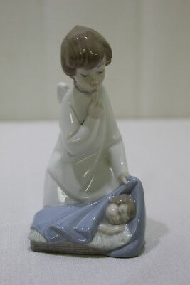 Lladro #4635 Angel with Baby Collectible Porcelain Figurine