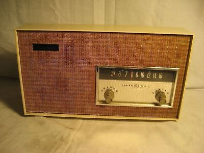 "Vintage General Electric Musaphonic Tube Radio Powers Up ""look"""