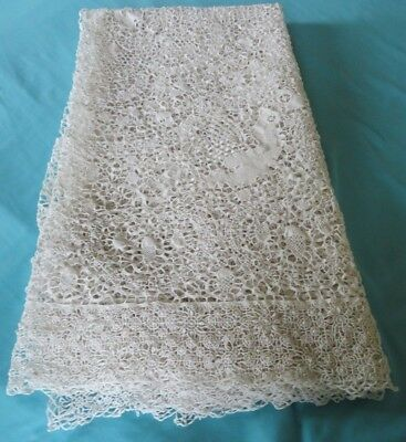 EXCELLENT POINT DE VENISE Lace Tablecloth Figural Bird Acorn App. 5' x 7.5'