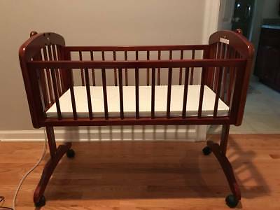 Sorelle Baby Solid Wood Cradle with Mattress and extra sheets. Local pickup