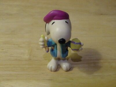 "Peanuts Snoopy 2.25"" Figure Artist with Easter Egg"