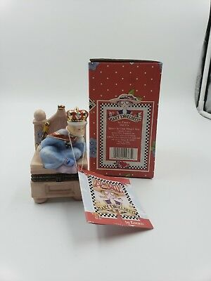 """MARY ENGELBREIT Enesco """"It's good to be Queen""""  Queen in Chair - HINGED BOX NEW"""