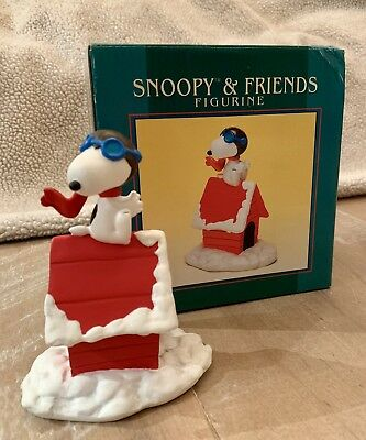 1997 Peanuts Snoopy Flying ACE Flambro Winter Scene Figurine New with Box