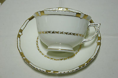 Royal Doulton Cream white w/ gold Footed Tea Cup and Saucer SET V1926 MINT!
