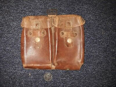 Leather vintage military pouch.