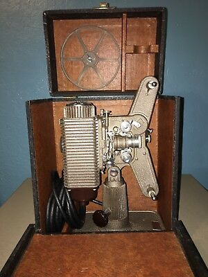 Vintage 1946 Revere De Luxe Model 85 8mm Deco Projector w/ Case Tested & Working