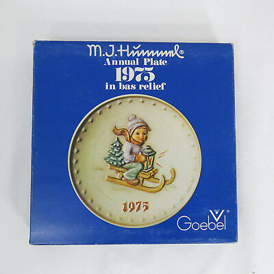 Vintage Collectible 1975 M I Hummel Goebel 5th Annual Plate Handcraft bas relief