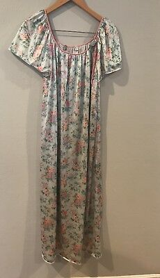 0fea994b43 Vintage Val Mode Blue   Pink Flowers  Robe Nightgown Set Lingerie size  Medium