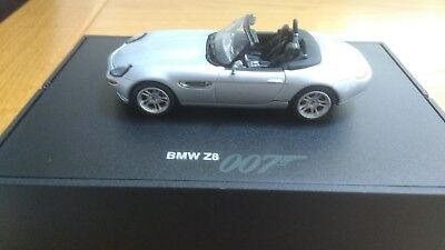 007 James Bond Bmw Z8  Minichamps.