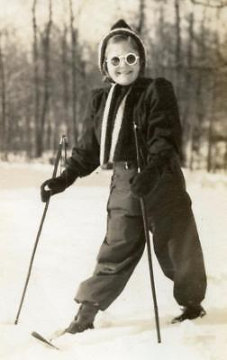 PS111 Vtg Photo FUN GIRL ON CROSS COUNTRY SKIS, ROUND GLASSES, c 1941