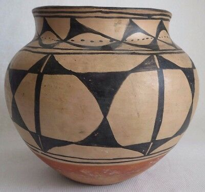 Antique Santo Domingo Indian Olla 1890-1910 with Unusual Star Decoration Pottery