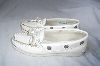 Minnetonka Moccasin White Leather Silver Studded Flats Sandal Size 5.5