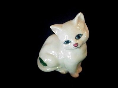 """Beswick cat 3"""" x 2 1/2"""" White  excellent England"""