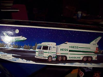 1999 HESS SPACE SHUTTLE w/ SATELLITE and TOY TRUCK new in box