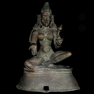 A bronze statue of the goddess Parvati holding a lotus stork, 18th C, y252
