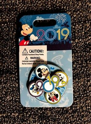 Disney 2019 The Year to Be Here Mickey and Friends Spinner Pin New On Card