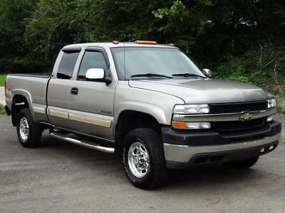 2002 Chevrolet Silverado 2500 LT 4WD 4X4 EXT CAB PICKUP TRUCK 2ND-OWNER! LOADED! LEATHER HEATED/MEMO SEATS BED LINER STEP RAILS TOW PACK CD-PLAYER ONSTAR 2 KEYS