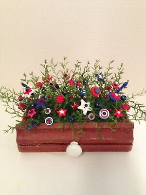 VTG Button Bouquet / Chippy old Drawer/Country USA-Americana Shabby Cottage Chic