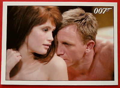 JAMES BOND - Quantum of Solace - Card #048 - Fields Has Nothing To Wear