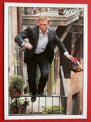 JAMES BOND - Quantum of Solace - Card #008 - Race Across the Rooftops