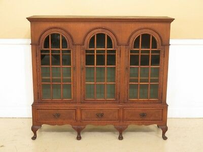F30195EC: FLINT & HORNER Vintage George III Style Walnut 3 Door Bookcase