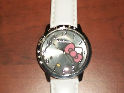 White Band Pink Bow Hello Kitty Wrist Watch Round Face