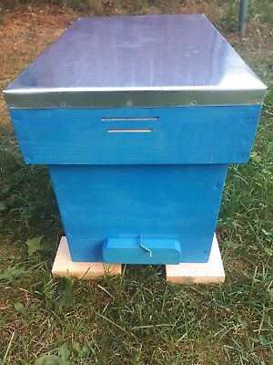 National Nucleus Beehive with 6 frames and metal roof. British standard