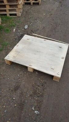 wooden printers pallets 975mmx835mm