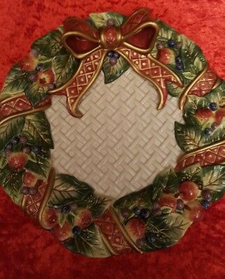 """Fitz and Floyd Christmas Ribbon Plate Berries/Apples, Leaves 9"""" Round"""