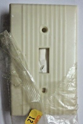 1 Vintage Leviton Switch Wall Plate Cover Ribbed Lines Beige Bakelite Art Deco