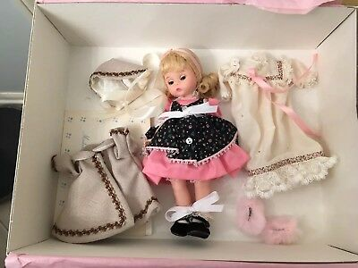 Madame Alexander Susan doll UFDC with outfits and box