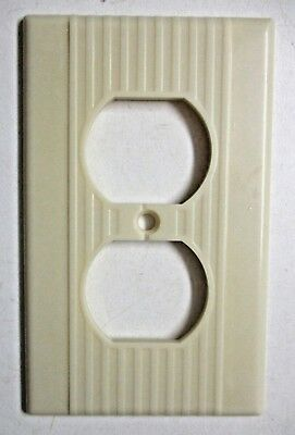 1 Vintage Leviton Outlet Plate Wall Cover Ribbed Lines Beige Bakelite See Cond.