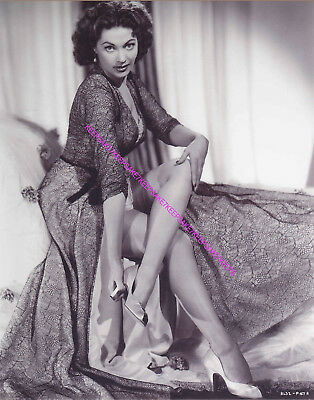 "Actress Yvonne De Carlo ""Lily Munster"" Removing Her Shoe Legs Nylons Photo A-Yd1"