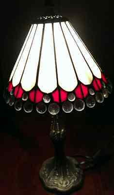 TIFFANY STYLE LAMP, METAL BASE.RED/WHITE GLASS SHADE, INCL FREE BULB. 40.5cm