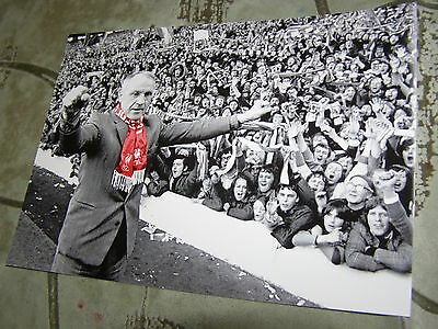 The Kop Liverpool Scarf Bill Shankly Farewell At Anfield Photograph B/w Picture