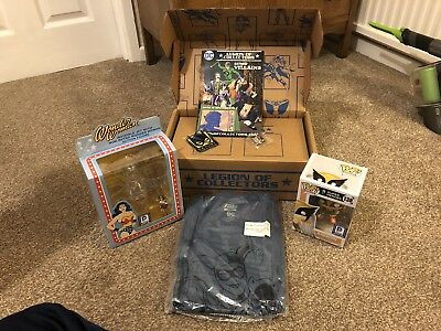 dc legion of collectors box  Women Of Dc Hawkgirk + Wonder Woman Large Tee