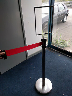 Retractable queue stand barrier post with red rope
