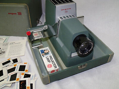 Vintage Argus 300 Model III Slide Projector w/ Case & Extra NewBulb 1960's *USA*