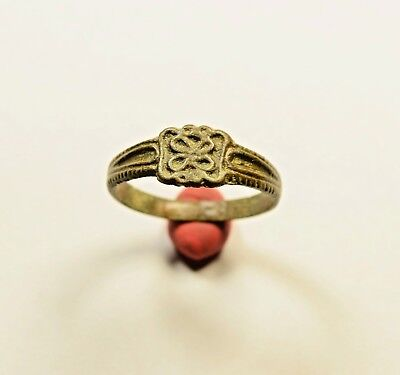 Byzantine To Post Medieval Bronze Ring With Flower On Bezel - Wearable