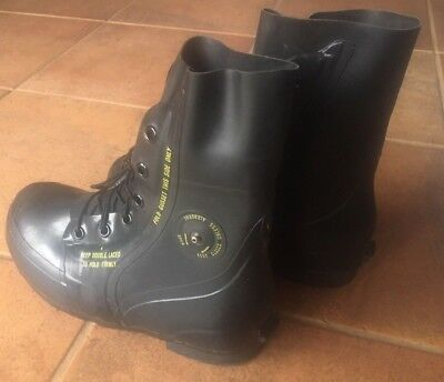 USGI Extreme Cold Weather Mickey Mouse Military Boots snowmobile/ice fishing