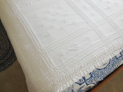 Vintage AMERICAN COLONIAL Double / Full BEDSPREAD Off White 100% COTTON Made USA
