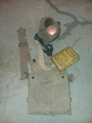 Original Ww1 Us Gas Mask With Pouch.