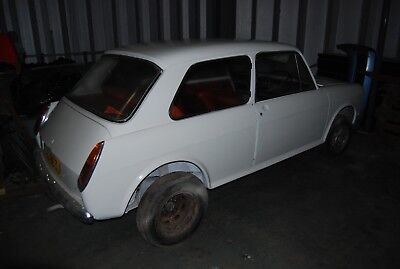 Morris 1100 2 door needs restoration completing