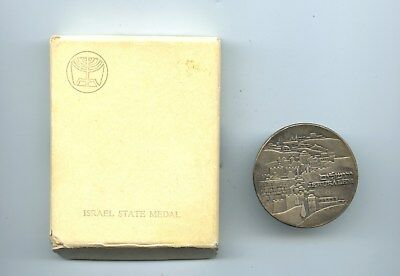 "Sterling Silver, .935 Israel State Medal, ""The Knesset"", with box #3637"