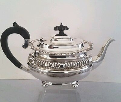 Attractive,  Quality Antique Solid Silver Tea Pot.     711Gms.    Chester. 1918.
