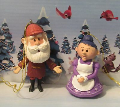 Rudolph The Red Nosed Reindeer Skinny Santa Claus and Mrs. Claus Ornament