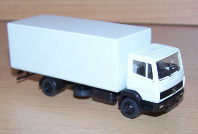 MB 814 Koffer   weiss     Herpa Nr : ohne