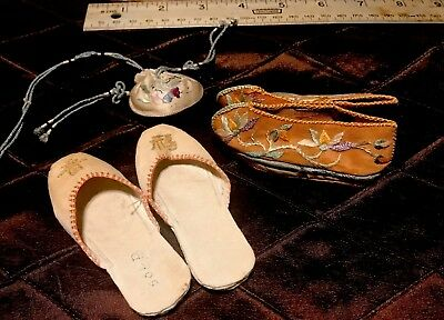 Lot Of Three Asian Doll Accessories; 2 Pair Shoes And Purse - Vintage Beautiful!