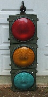 traffic signal stop light/ 12 inch lenses/ Green/ with hanger assemly